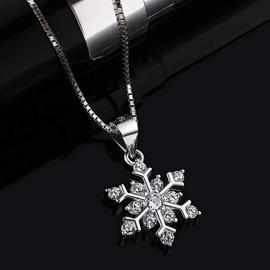 El colgante de plata en forma de copo de nieve de B.Catcher ¡Toda una preciosidad!
